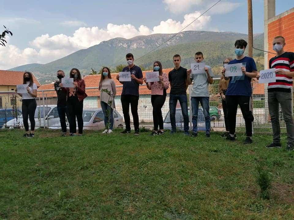 """(FOTO) Učenici MSEUŠ Travnik posadili """"drvo mira"""""""