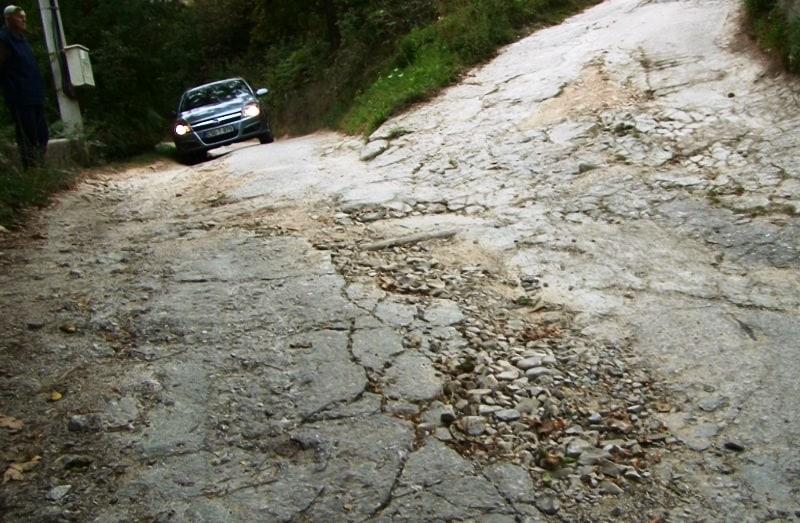 Travnik/ Mještani Šarića brda traže hitnu sanaciju puta