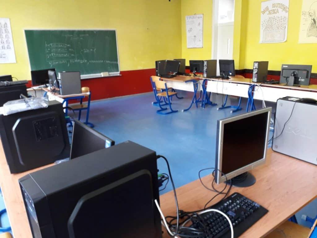 MSTŠ Travnik oprema peti kabinet informatike (FOTO)