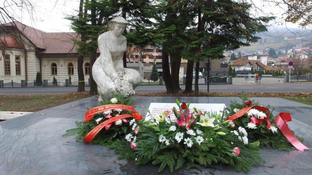 (FOTO) TRAVNIK / Polaganjem cvijeća obilježava se Dan državnosti BiH