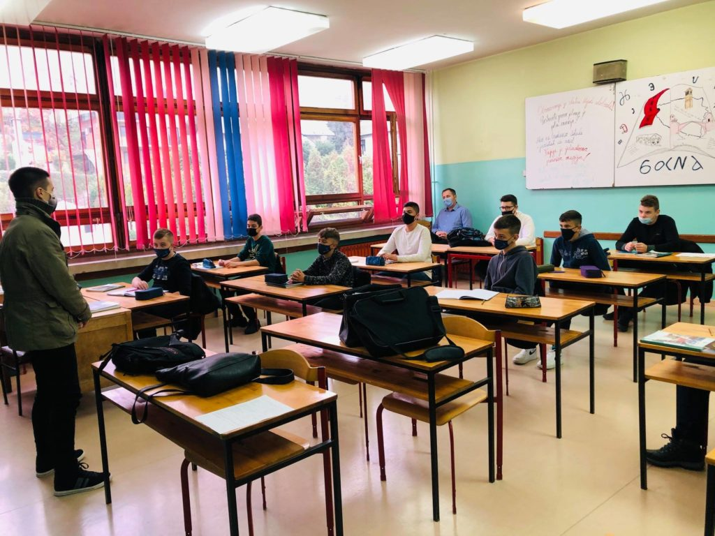 "Za svaku pohvalu / Učenici MSTŠ Travnik predstavili projekat ""Meet Travnik – An Open Air Museum"""