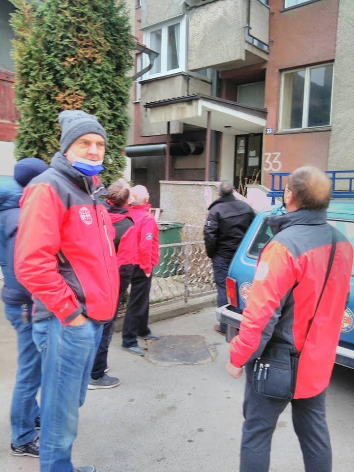 (FOTO) Spasioci GSS-a učestvovali u skidanju predizbornih plakata