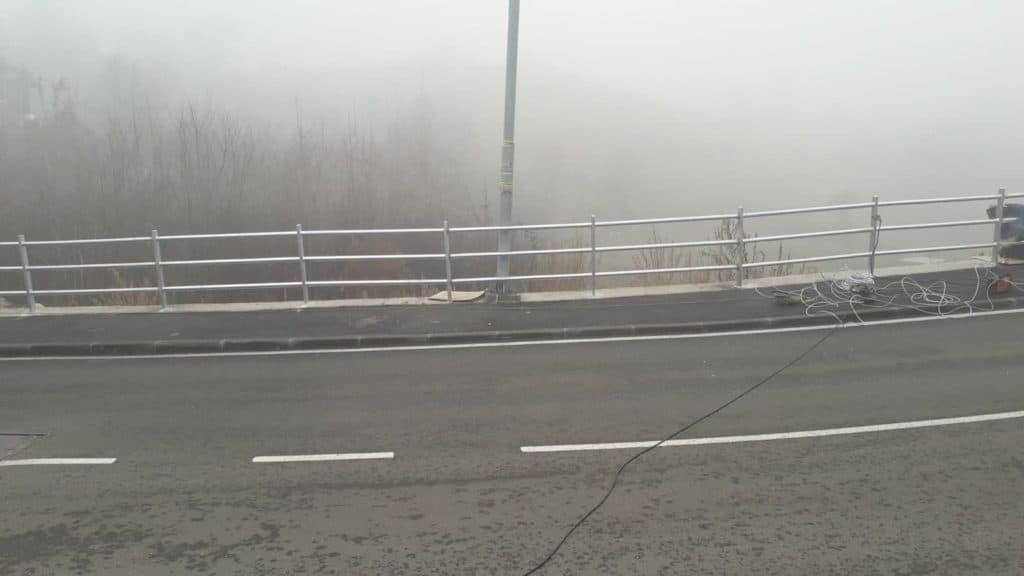 (FOTO) Postavljane zaštitne ograde u ulici Meljanac