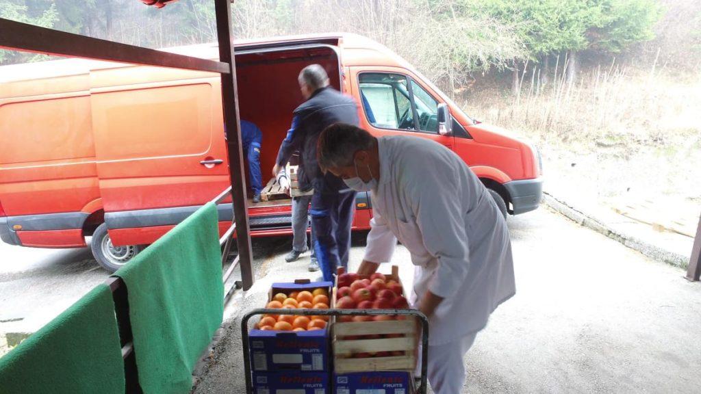 (FOTO) Donirano svježe voće za bolnice u Travniku