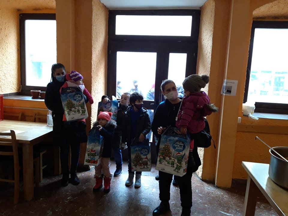 (FOTO) Merhamet Travnik / Paketići za djecu korisnika i posjete najugroženijoj kategoriji ljudi