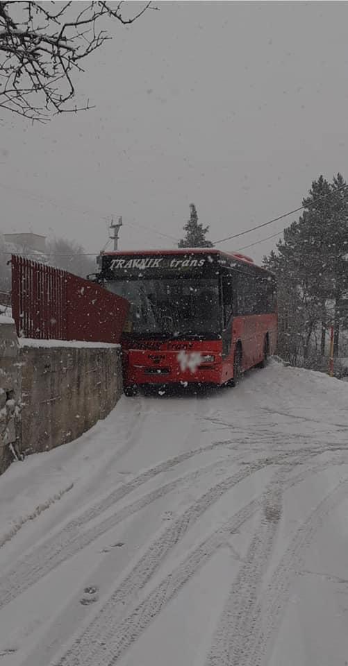 Guča Gora - Travnik / Autobus udario u zid