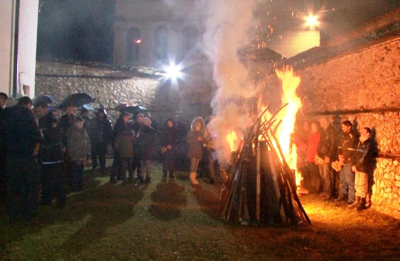 Božićna liturgija u hramu Uspenja Presvete Bogorodice u Travniku