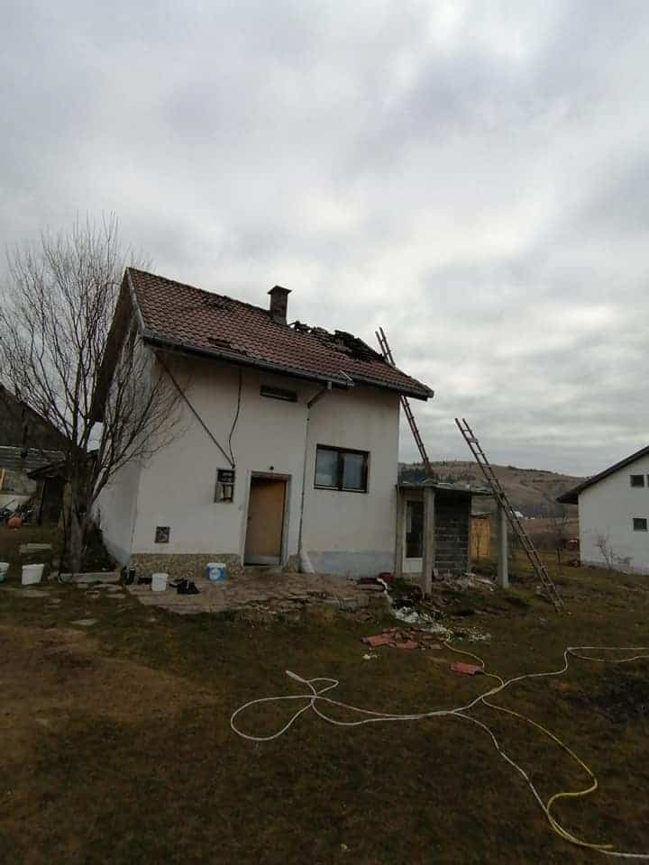 VITOVLJE / Izbio požar u porodičnoj kući, pokrenut apel za obnovu!
