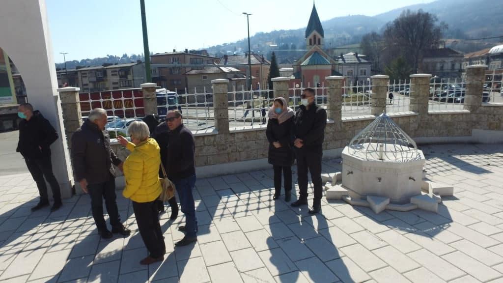 Dan nezavisnosti BiH / Položeno cvijeće na Šehidsko mezarje u Travniku