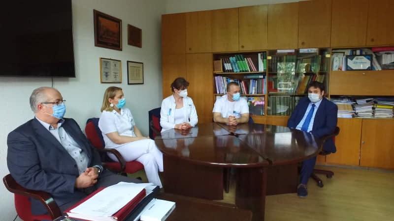 (FOTO) Uposlenici Općine Travnik darovali knjige JU Bolnica Travnik