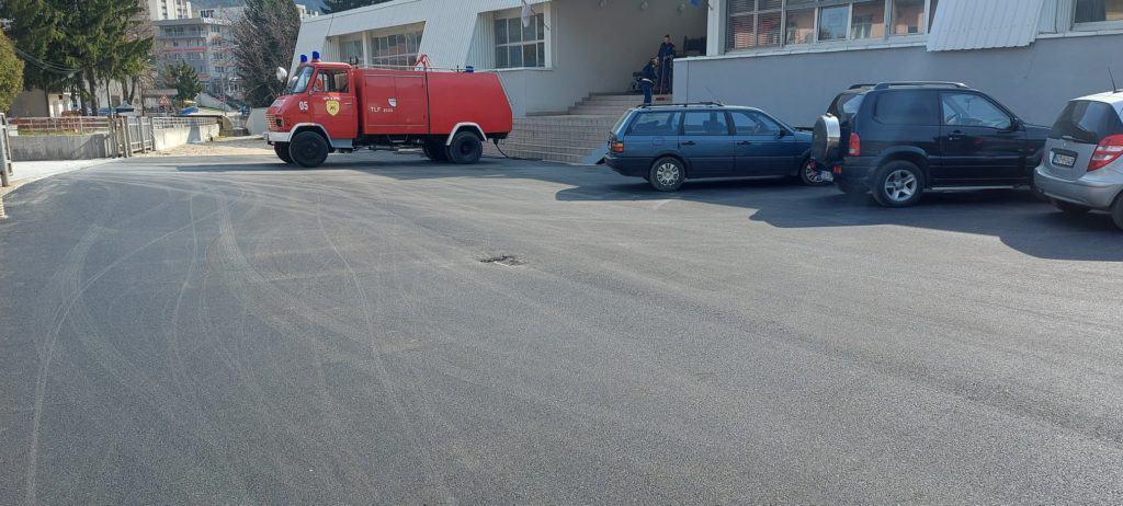 (FOTO) Asfaltiran parking ispred sjedišta UO Teritorijalna vatrogasna jedinica Travnik