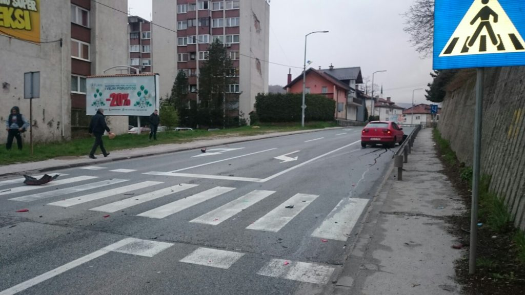 (FOTO) Vozači oprez/ Saobraćajna nezgoda na Kalibunaru