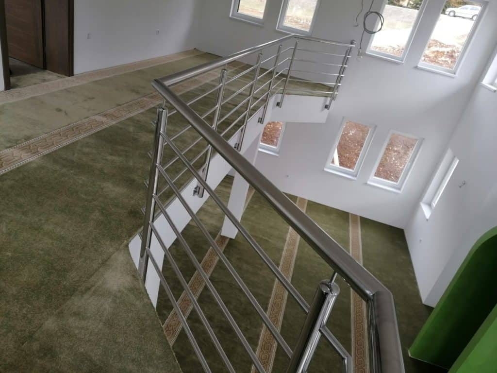 (FOTO) Završeno unutrašnje uređenje džamije na Gostilju