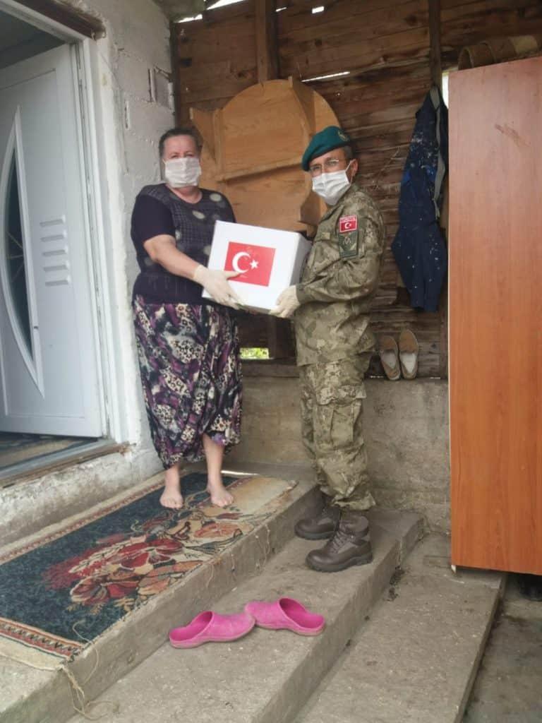 (FOTO) LOT tim Travnik / Podijeljeni ramazanski paketi za socijalno ugrožene građane