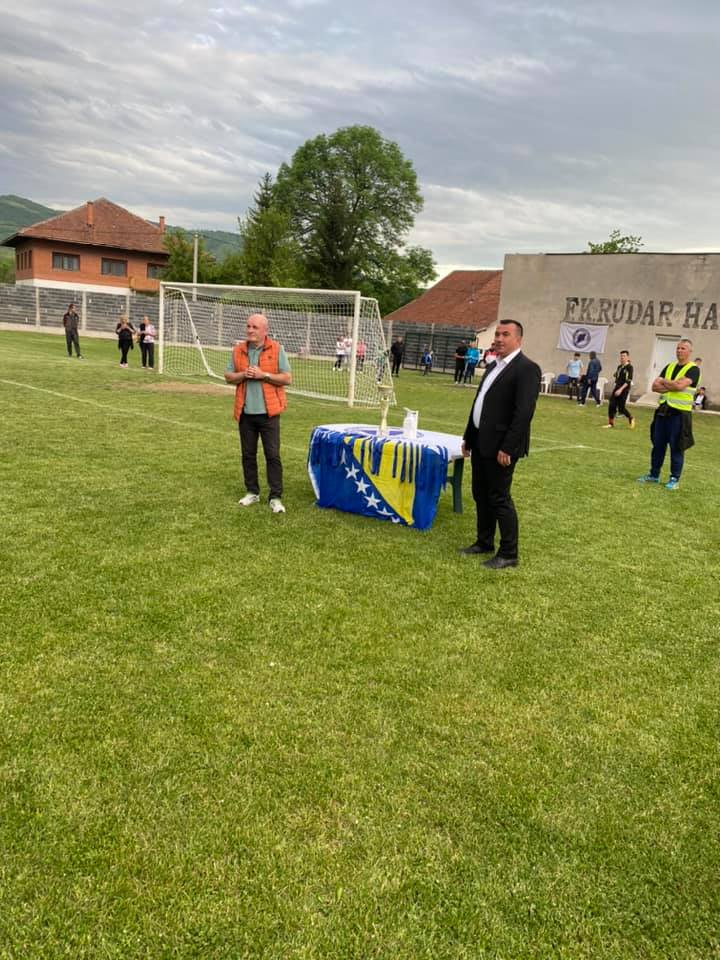"(FOTO) Na stadionu FK ""Rudar"" upriličena dodjela medalja i pehara za šampione"
