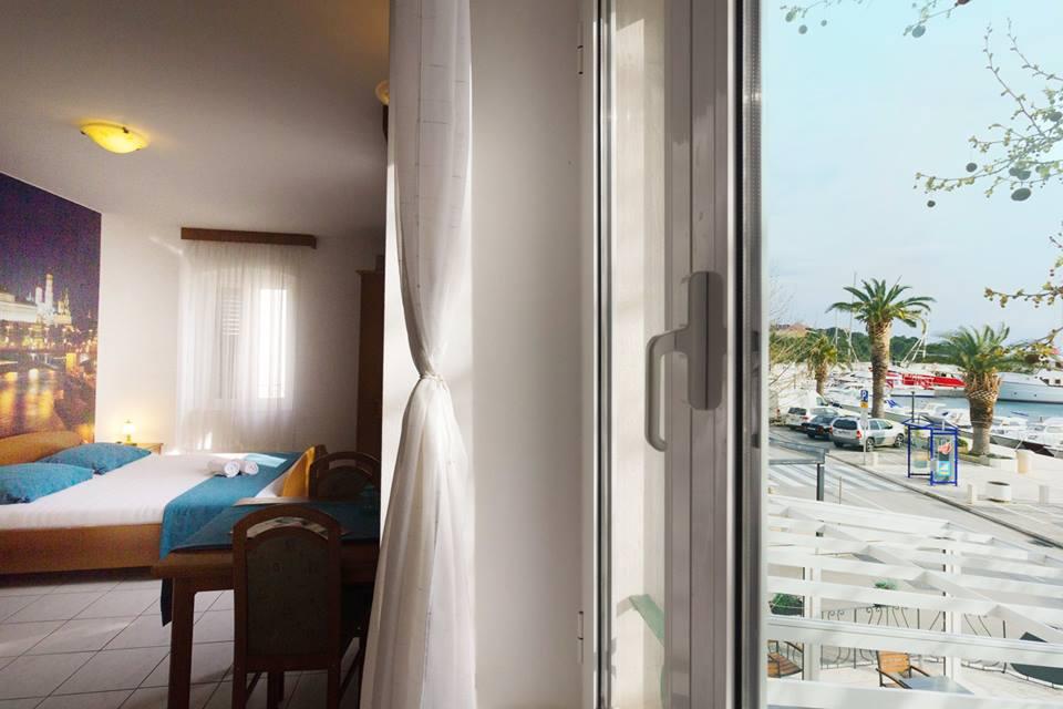 MIRIS PROLJEĆA NA JADRANU: Proljetni odmor u Baškoj Vodi u aparthotelu PALAC 3*! Specijalna ponuda od 14.5 -19.06.2021. po cijeni noćenja sa doručkom od 40,00 KM po osobi