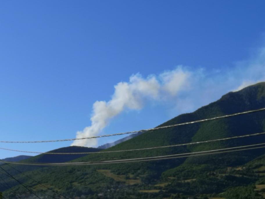(FOTO) Brojni požari u Travniku, dim vidljiv skoro svakodnevno