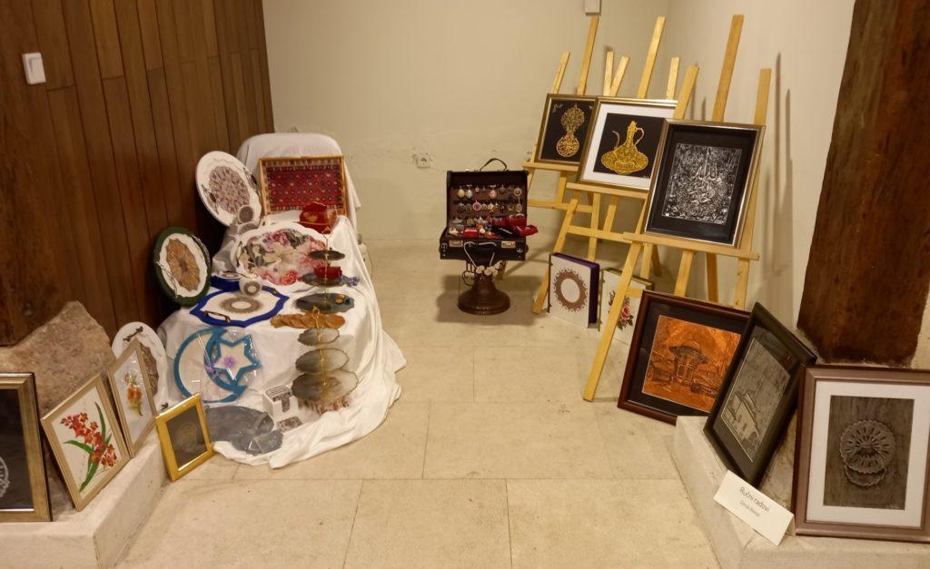 """U bezistanu Šarene džamije predstavljena izložba """"Budi kreativna, pokaži šta znaš"""""""