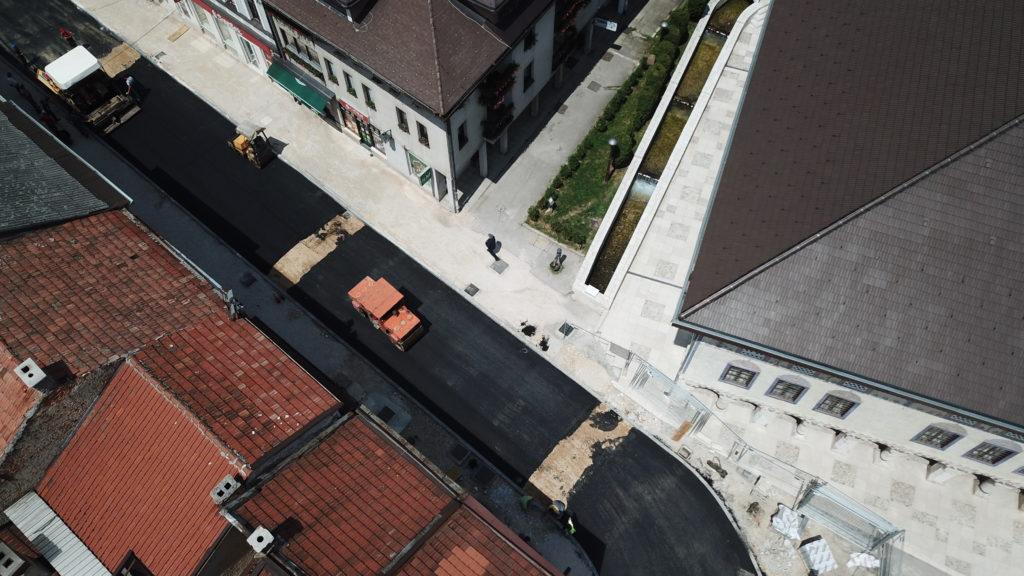(FOTO) Započelo asfaltiranje Donje Čaršije