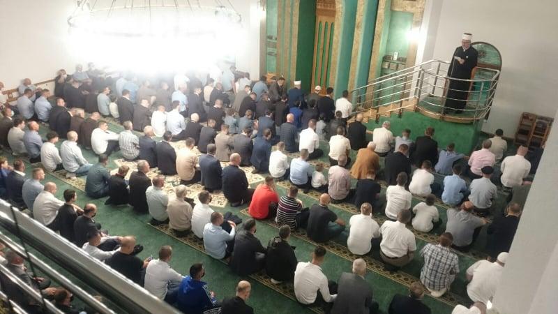 Muftijstvo travničko/ Centralna bajramska svečanost održana u Islamskom centru na Kalibunaru