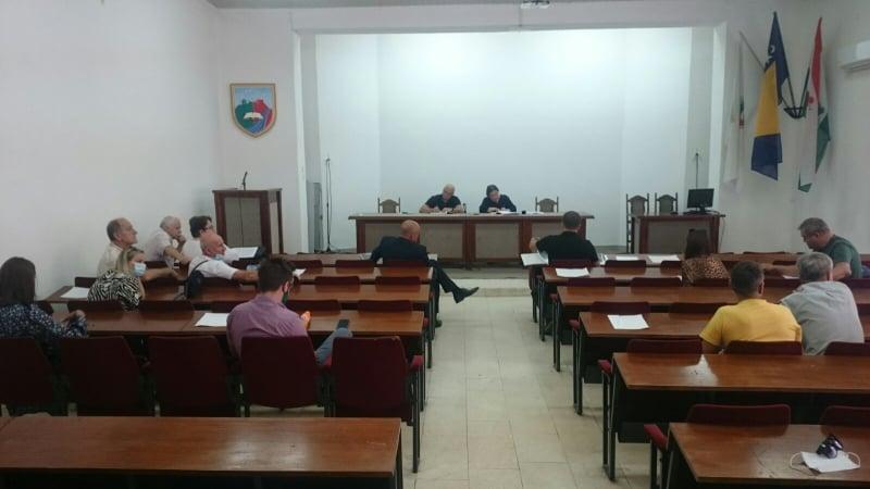 Održana Javna rasprava u Općini Travnik/ Građani nisu za gradnju benzinske na ovoj lokaciji