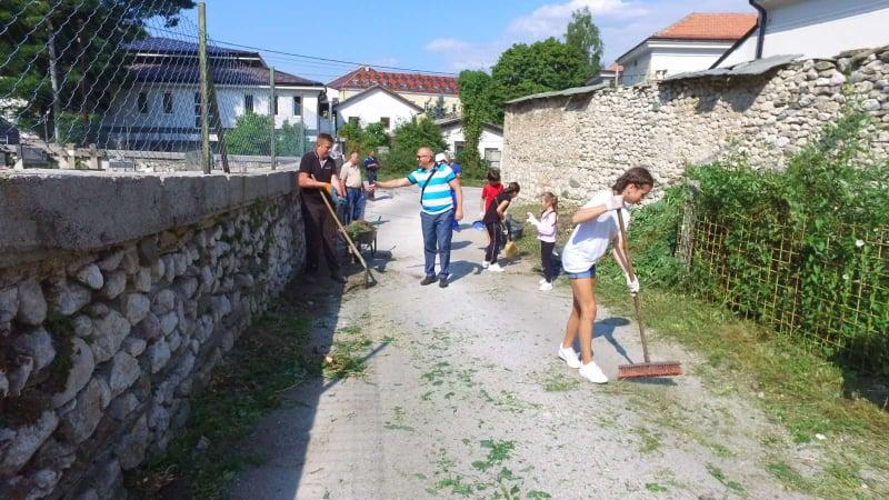 (FOTO/VIDEO) Šarića brdo Travnik / Vrijednu ekipu posjetio načelnik Dautović