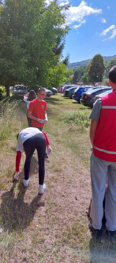 (FOTO) Volonteri Crvenog križa i Merhameta zajedno u akciji čišćenja