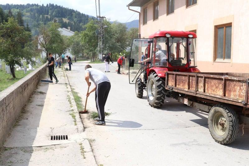 (FOTO) Velika akcija čišćenja provedena i u MZ Karaula
