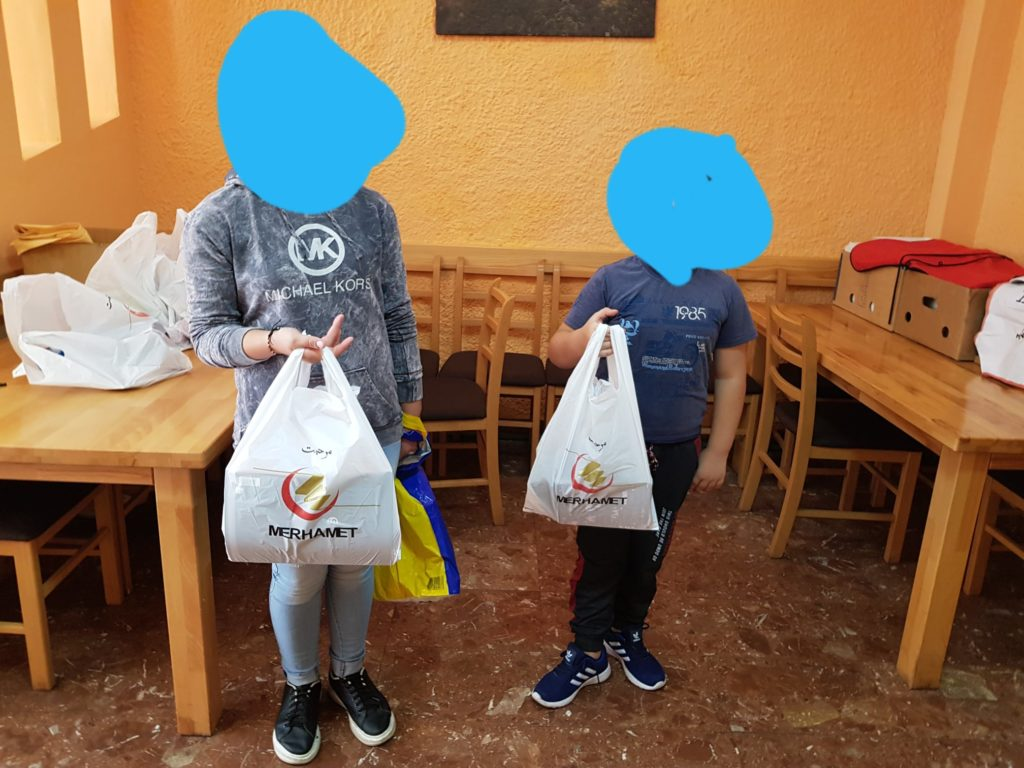 """(FOTO) """"Merhamet"""" Travnik / Školski pribor za sve osnovce koji se nalaze na spiskovima socijalno ugroženih porodica"""