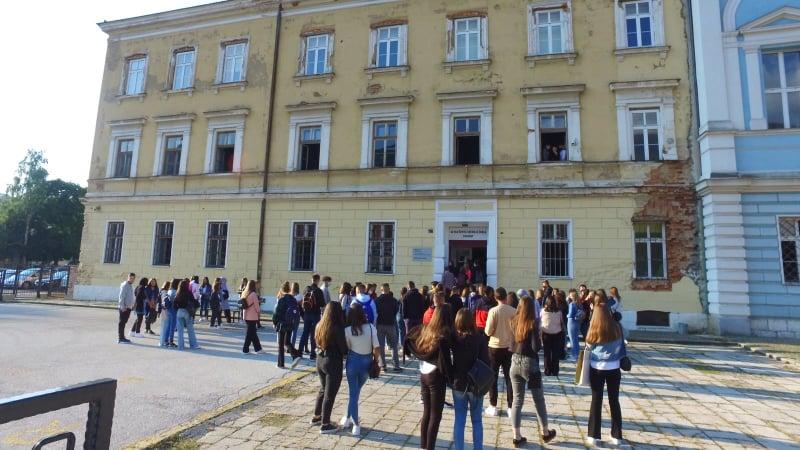 POGLEDAJTE VIDEO IZ TRAVNIKA / Počinje nastava u školama u SBK