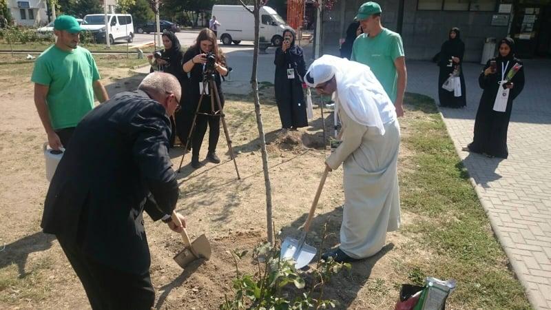(FOTO/VIDEO) Zeleni šejk i načelnik zasadili drvo/ Član vladajuće porodice Emirata posjetio Travnik