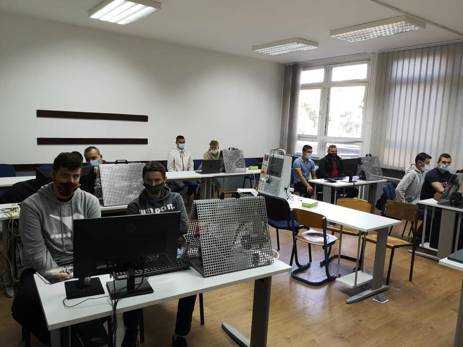 MSTŠ Travnik / Počelo izvođenje praktične nastave na doniranim radnim stanicama