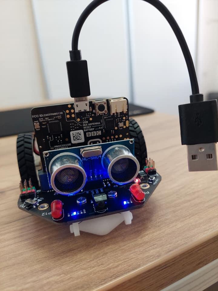 JU Gradska biblioteka Travnik dobila micro:Maqueen robote
