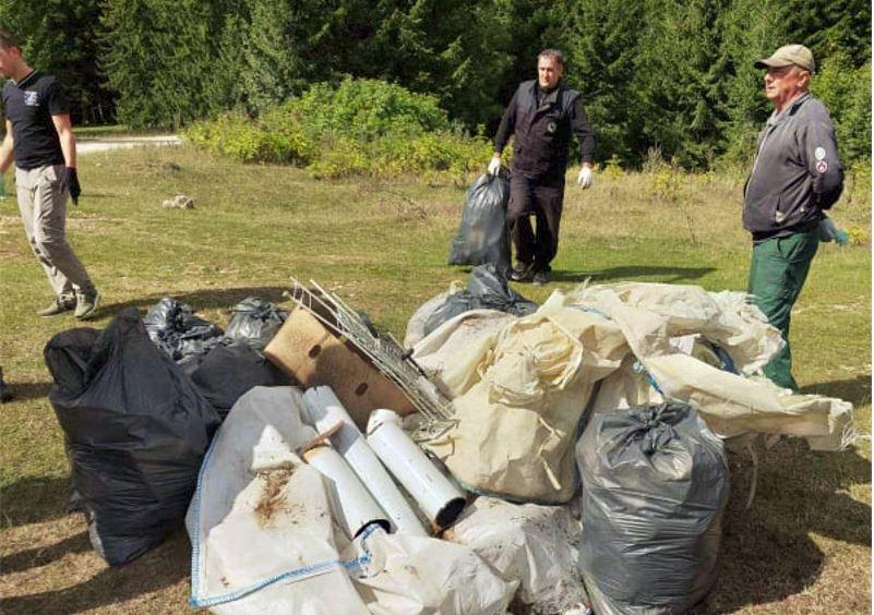 (FOTO) Šumarija Travnik i MZ Karaula / Akcija čišćenja na Gostilju