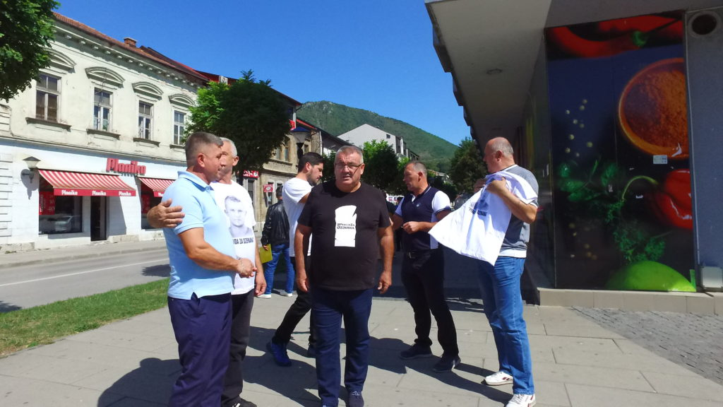 (FOTO/VIDEO) Muriz Memić posjetio Travnik / Građane pozvao na velike proteste 11.09. u Sarajevu