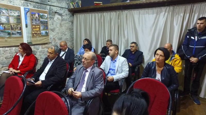 (foto/video) povezivanje dijaspore i ljudi u bih / u travniku predstavljena i-platforma